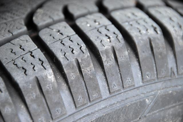 occasion en or l efficacit des pneus d hiver en t. Black Bedroom Furniture Sets. Home Design Ideas